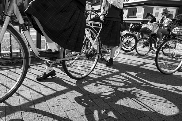 Cyclists in Kyoto - Japan : michael coyne documentary photographer and photojournalist