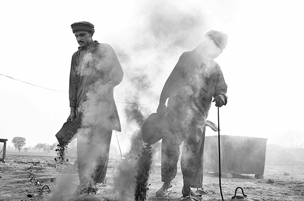michael coyne documentary photographer and photojournalist: Coal workers - Pakistan