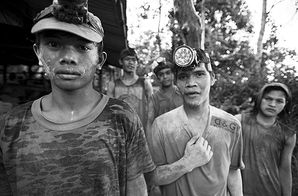 michael coyne documentary photographer and photojournalist: Gold miners who work in tunnels - Philippines